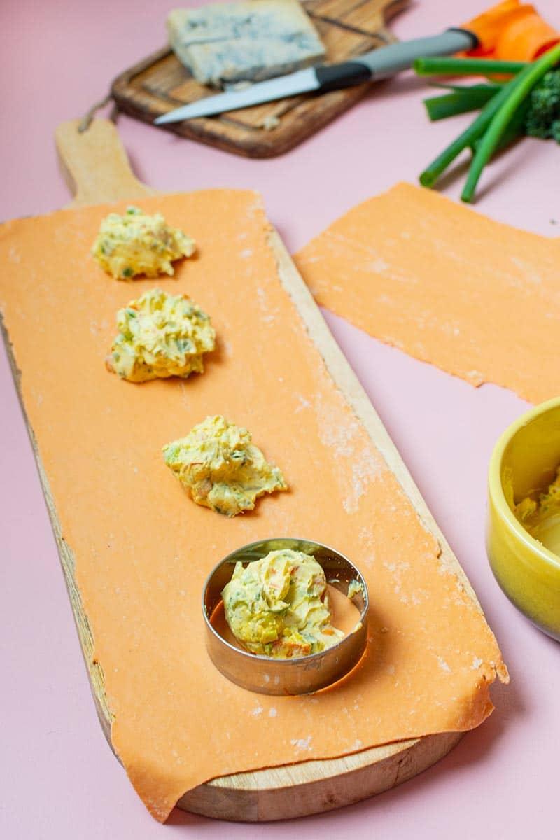 Recette de Raviolis aux carottes, bimis poêlés et sauce gorgonzola, recette facile de Saint-Valentin