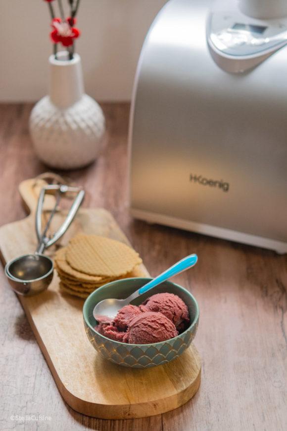 Faire ses glaces maison facile : sorbetière ou turbine ? Dossier pour comprendre la différence entre les sorbetières et turbines à glace.
