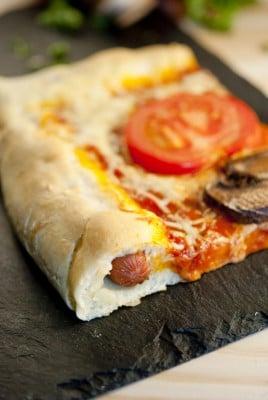 Recette de pizza fourrée façon hot dog