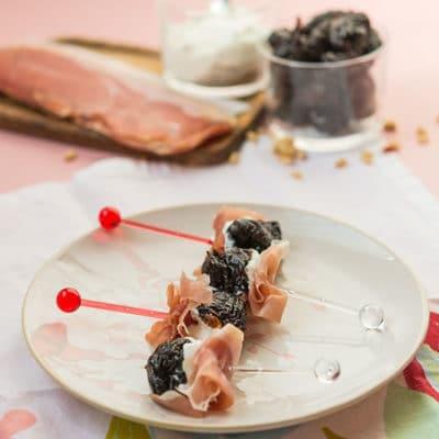 Recette de Pruneaux d'agen au chèvre et jambon pour l'apéritif