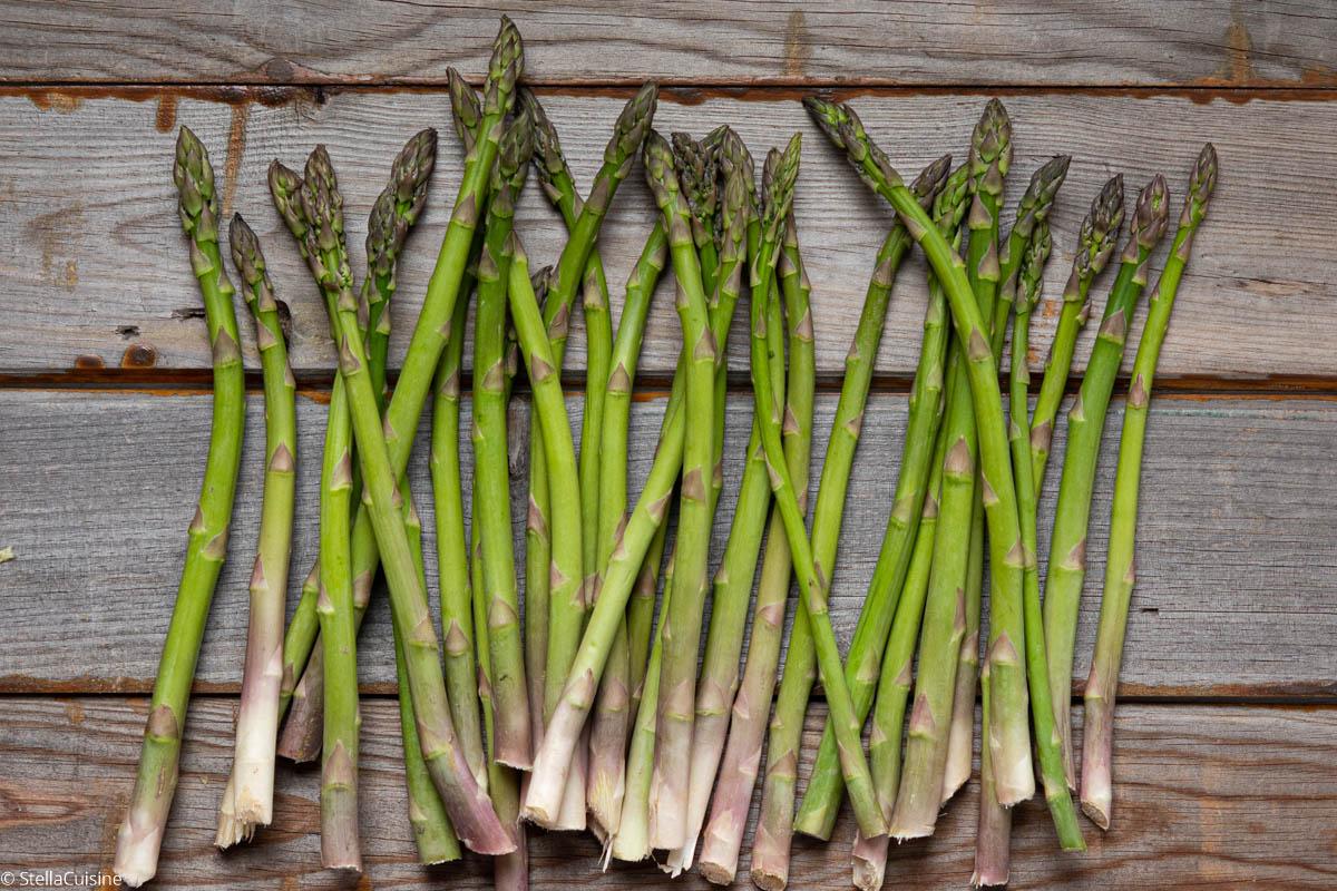 Asperges vertes, asperges blanches. Le printemps est la saison des asperges, profitons-en !