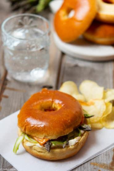 Recette de bagels végétariens aux asperges vertes crues