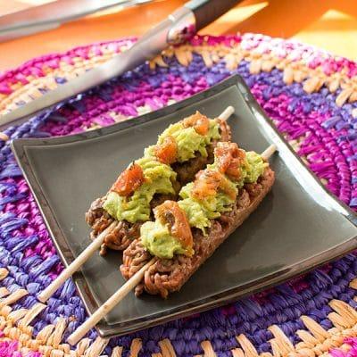 recette de brochettes de boeuf hach au guacamole et tomates s ch es avec socopa et weber. Black Bedroom Furniture Sets. Home Design Ideas