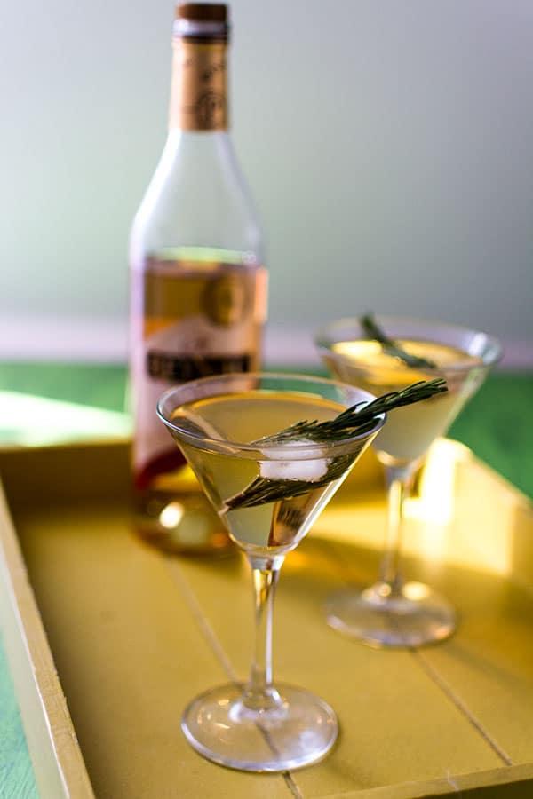 Recette de Cocktail Reynac Tonic, recette de pineau des charentes blanc avec du tonic, idéal pour l'apéro !