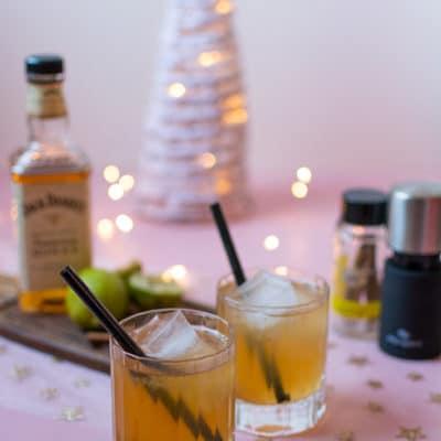 Cocktail avec ou sans alcool, cannelle, whisky, pomme