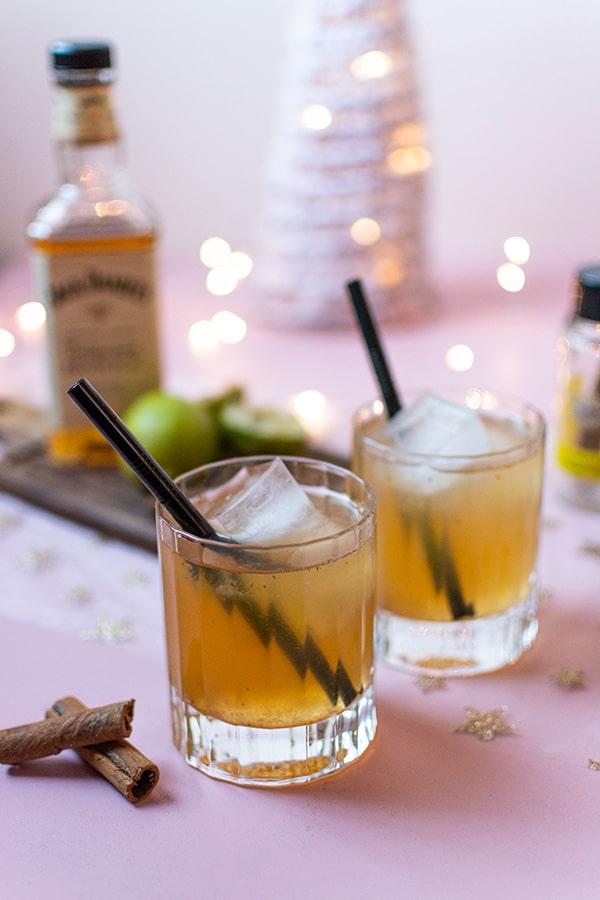 Recette de Cocktail avec ou sans alcool, cannelle, whisky, pomme. Cocktail hivernal à retrouver dans le magasin Zôdio Cesson ! Cocktail très facile pour Noël Nouvel An.