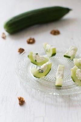 Recette de Recette de Concombre farci à la feta, aux noix et au basilic