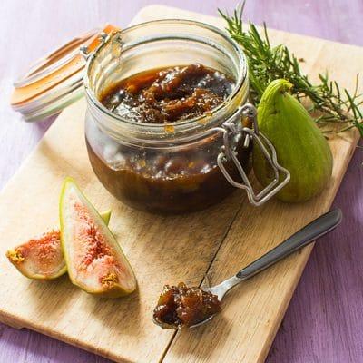 Confit de figues au romarin (pour fromages, foie gras...)