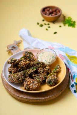 Recette de Croquettes de Bimis aux noisettes et pistaches, mayonnaise aux herbes