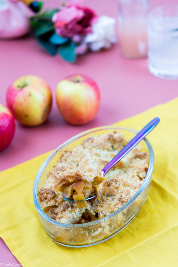 Recette de crumble aux pommes caramélisées à la cassonade, recette facile, recette rapide, recette pas chère. Recette de crumble comme Cyril Lignac !
