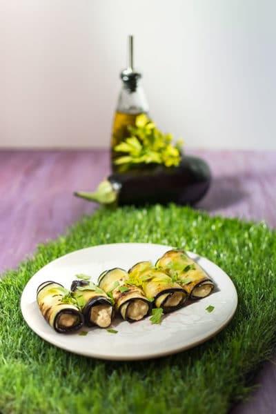 Roulés d'aubergines au houmous, recette facile aux aubergines pour l'apéritif ! Idéal pour un pique nique. Recette foodle.