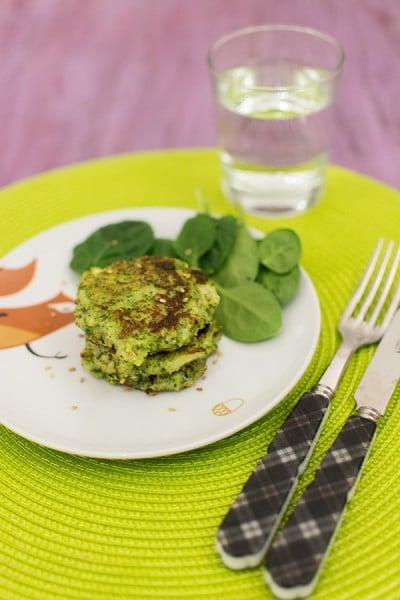 Recette de Galettes de brocolis à la ricotta, recette facile et rapide pour manger les brocolis autrement ! Peut plaire aux enfants :)