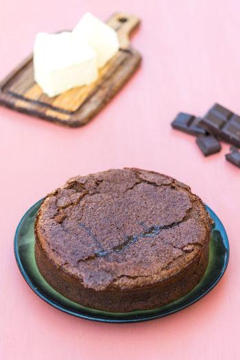 Recette de Gâteau très moelleux au chocolat, façon fondant Baulois. Recette de fondant chocolat disponible sur Foodle.