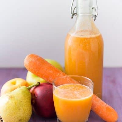 Recette de jus orange : nectarine, carotte, pomme à l'extracteur de jus. Extracteur de jus Kitchenaid, accessoire du robot facile à nettoyer.