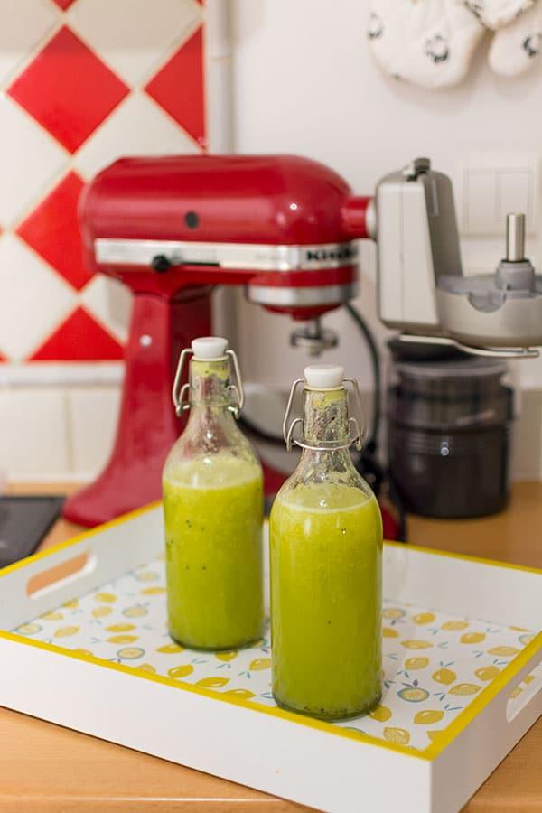 Recette de jus vert : ananas, kiwi, citron vert à l'extracteur de jus