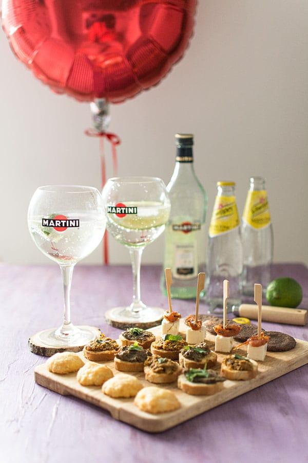 Recette de Cocktail Martini Tonic et sablés au parmesan, recette facile de cocktail idéal en été et aux saveurs amères irrésistibles.