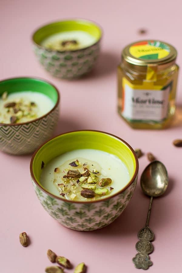 Recette de Flans de lait, miel et pistaches avec les Miel Martine