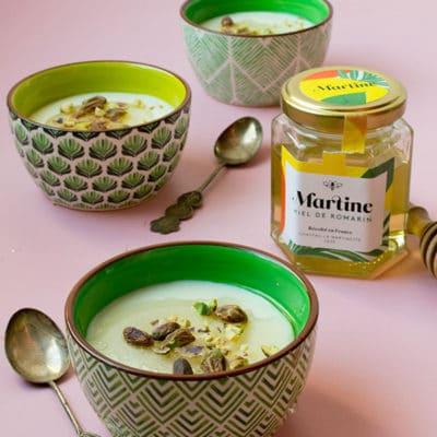 Flans de lait, miel et pistaches