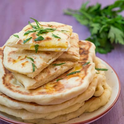 Naans fromage (cheese naan)