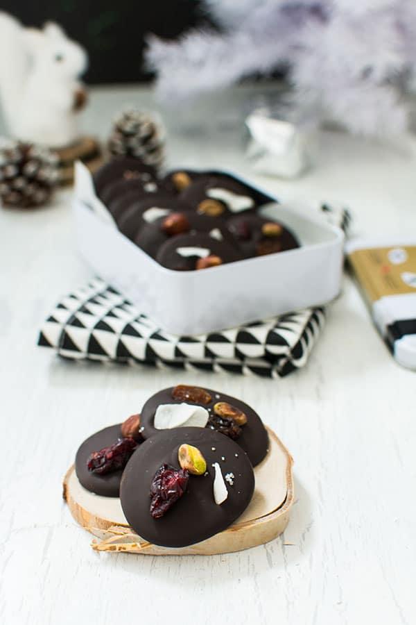 Recette de Noël : mendiants au chocolat, tempérage du chocolat avec le chocolat Lindt à cuisiner 70%