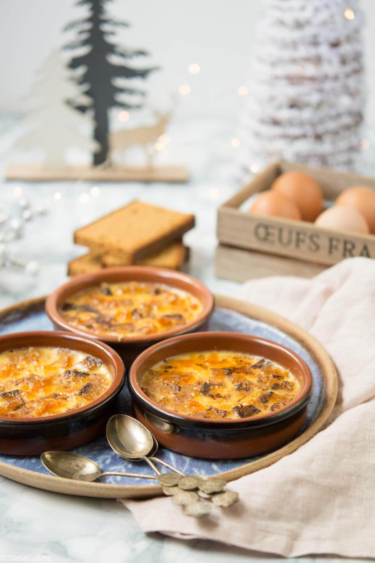 Recette de Noël végétarien : crèmes brûlées au pain d'épices. Une recette facile pour un dessert de Noël qui change des bûches !