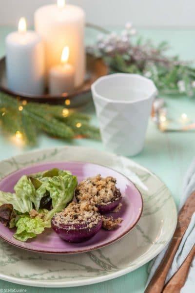 Recette de Noël végétarien : oignons rouges confits en crumble. Recette facile d'oignon confit comme une jolie entrée de fêtes !
