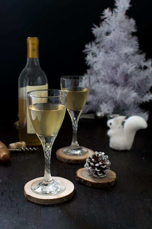 Vin blanc glacé à la sauge, menthe et miel