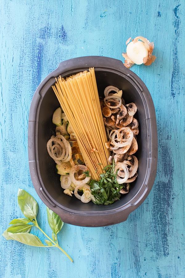 One pot pasta au micro-ondes : courgettes, champignons, mozzarella