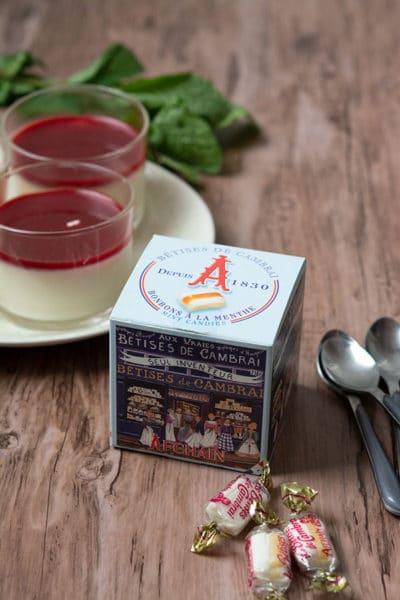 Recette de Panna cotta aux bêtises de Cambrai, coulis de fruits rouges