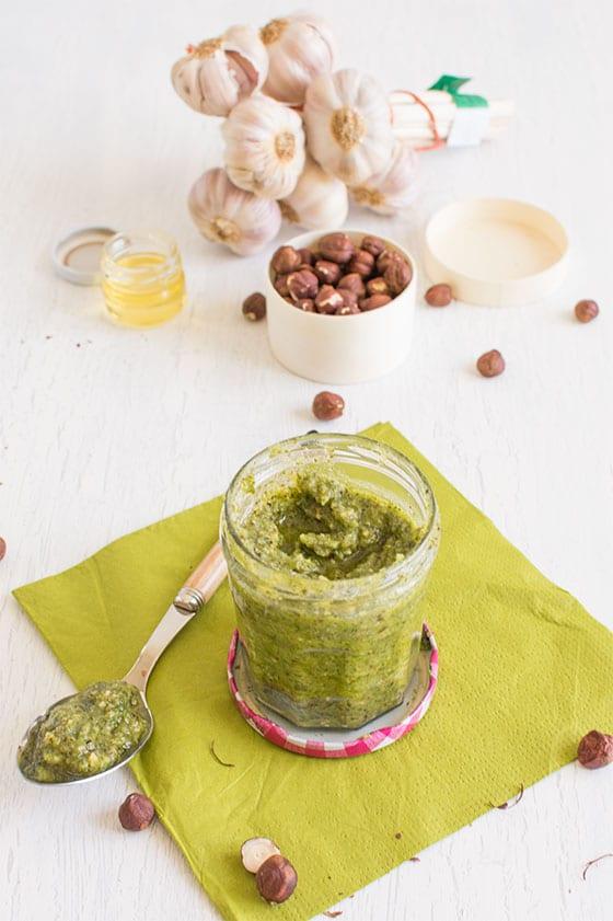 Pesto d'herbes aux noisettes