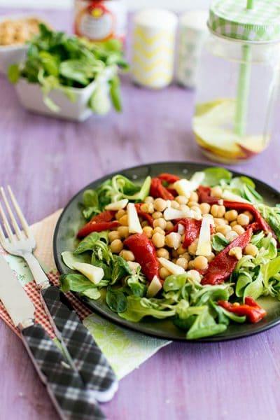 Recette de Salade de piquillos et pois chiches au cantal
