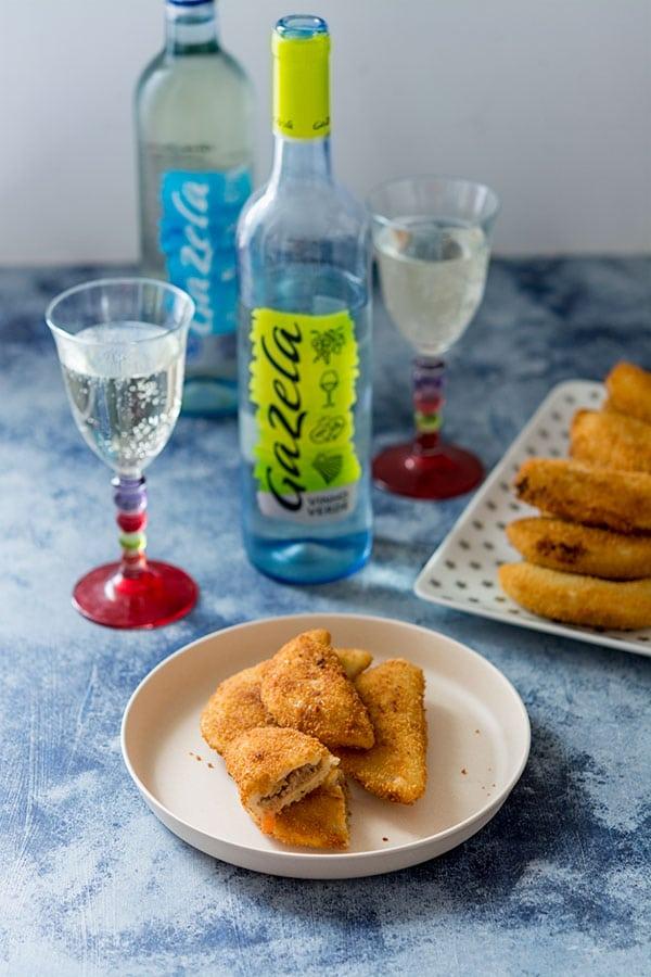 Recette de Rissois de carne (beignets de viande portugais) avec un vin Vinho Verde Gazela
