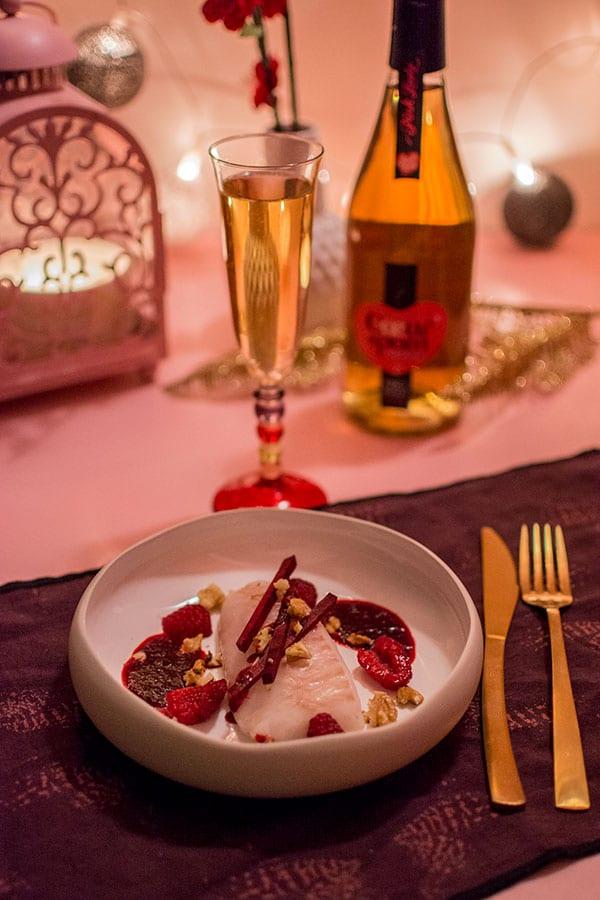Recette de Cabillaud basse température, sauce aux betteraves, framboises, noix. Une recette facile et savoureuse pour la St-Valentin !