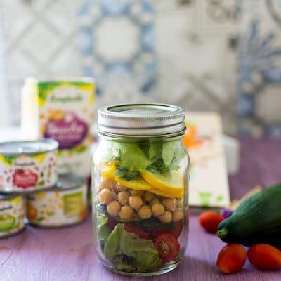 Recette de Salade de légumes en bocal, Salad in a jar, la tendance de la salade à emporter ! Une recette 100% veggie et vegan !