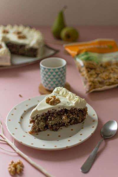 Recette de Gâteau aux noix, compote de poires et chocolat blanc