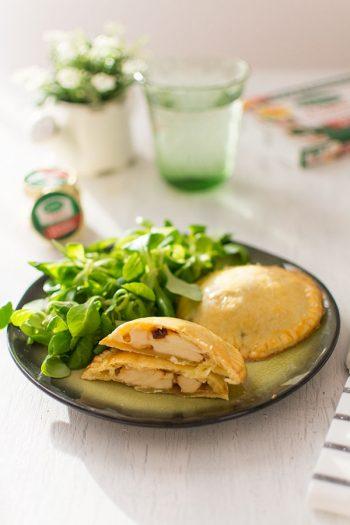 Recette de Chaussons au Société® Crème et oignons caramélisés, recette facile au fromage roquefort société crème, idéal pour un repas végétarien et rapide.