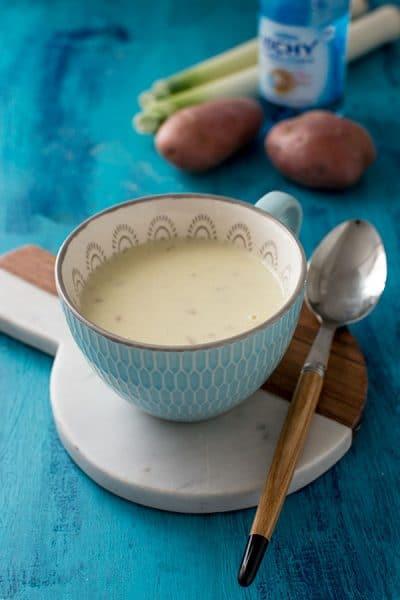 Recette de Soupe Vichyssoise (pommes de terre et poireaux), recette de soupe froide idéale en entrée ou apéritif gourmand, à l'eau de Vichy Célestins !