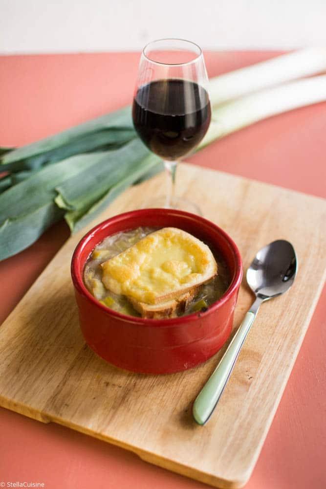Recette de Soupe de poireaux gratinés, comme une soupe à l'oignon !