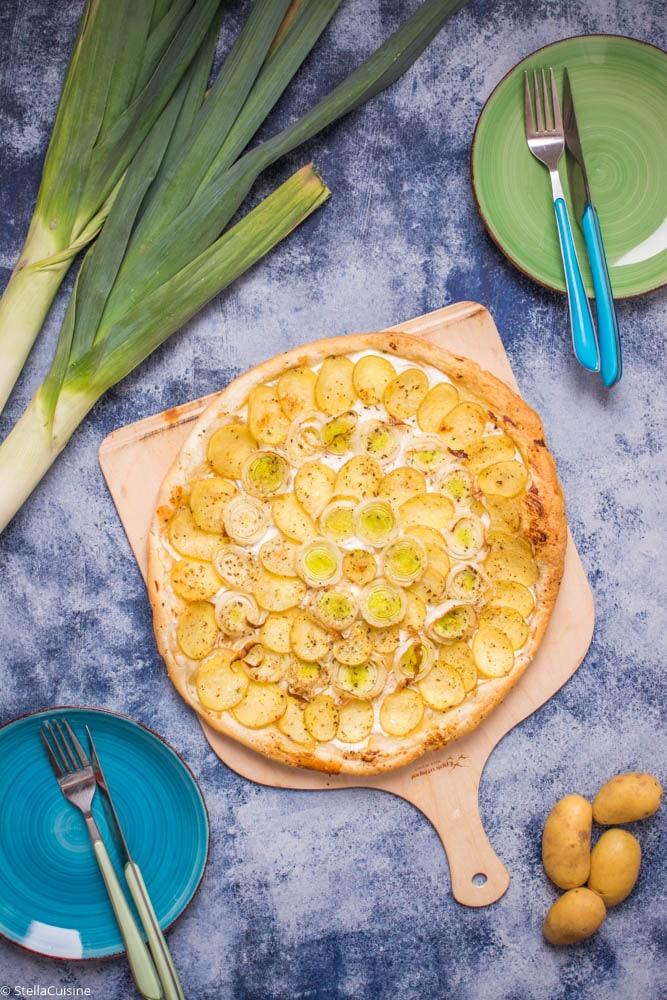 Recette de Tarte fine aux poireaux, pommes de terre et miel