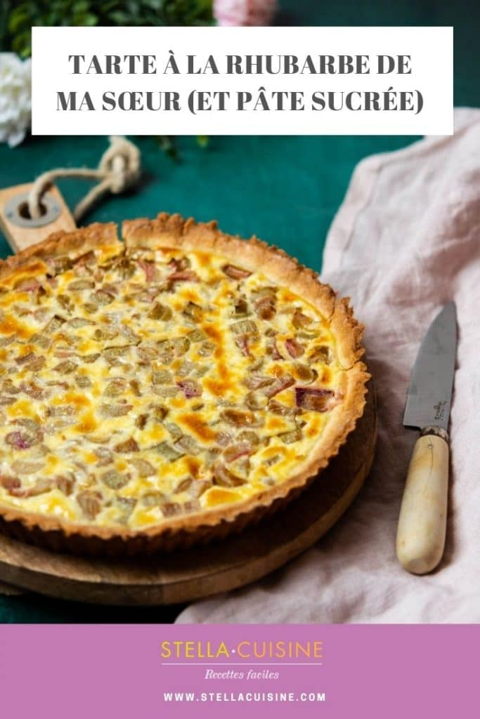 Recette de tarte à la rhubarbe et de pâte sucrée facile. La recette de ma sœur avec un appareil à flan comme les tartes alsaciennes !