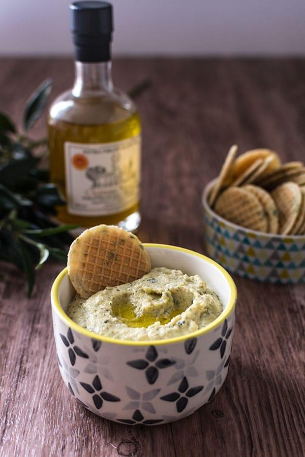 Recette de tartinade de courgettes à l'huile d'olive Chateau Nasica, idéal pour un apéritif sain et rapide.