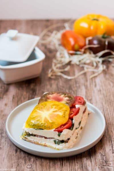 Recette de Terrine de Tomates de Marmande, chèvre et basilic. Recette facile avec une tomate de pleine saison ! La tomate de marmande.