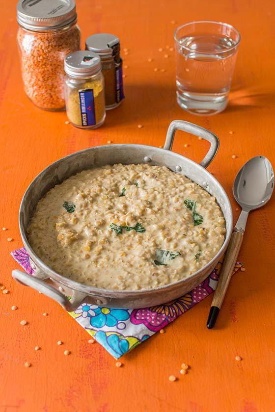 Dahl de lentilles corail au lait de coco et au curry