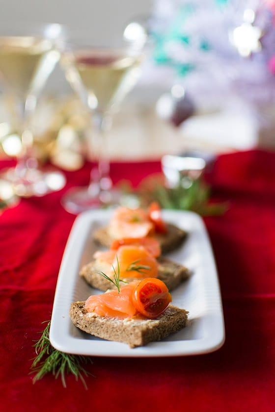 Toasts au saumon fumé et beurre d'agrumes